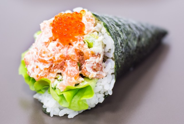 Темаки-суши с крабом