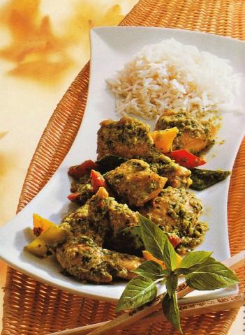 Курица с карри, базиликом и рисом