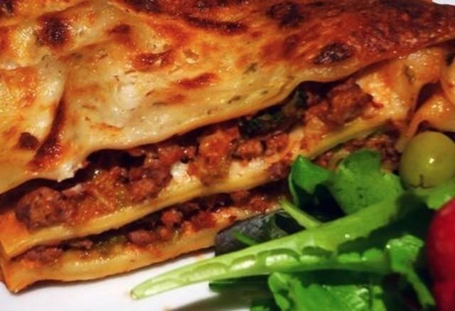 Лазанья с домашней колбасой и сыром горгонзола