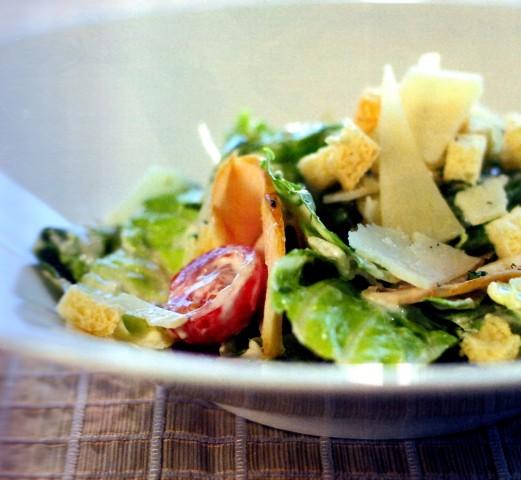 Овощной салат с куриными яйцами
