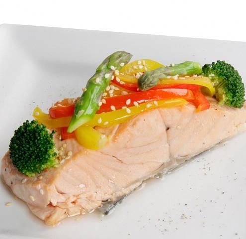 Лосось паровой с овощами