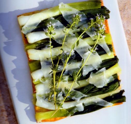 Тарт с луком-шалот и сыром Пармезан