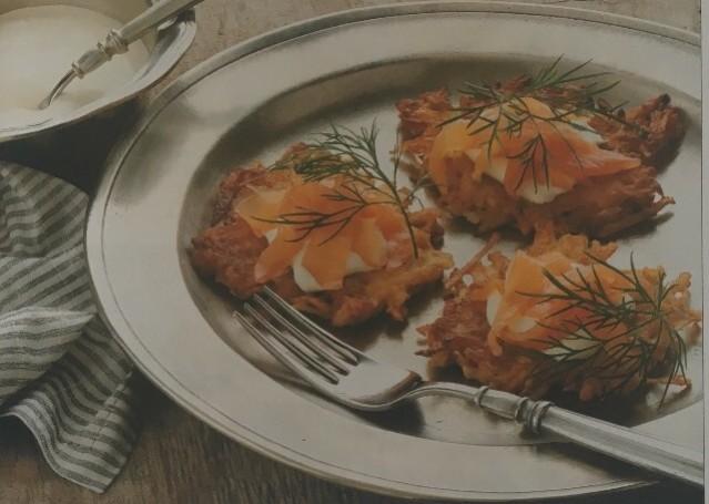 Картофельные оладьи с лососем