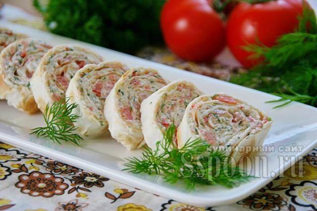 Лаваш с копченой курицей, сыром и помидорами