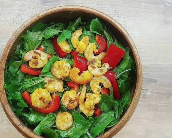 Салат с креветками для легкого ужина