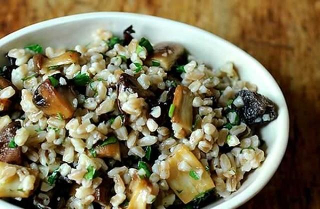 Салат грибной с маслинами