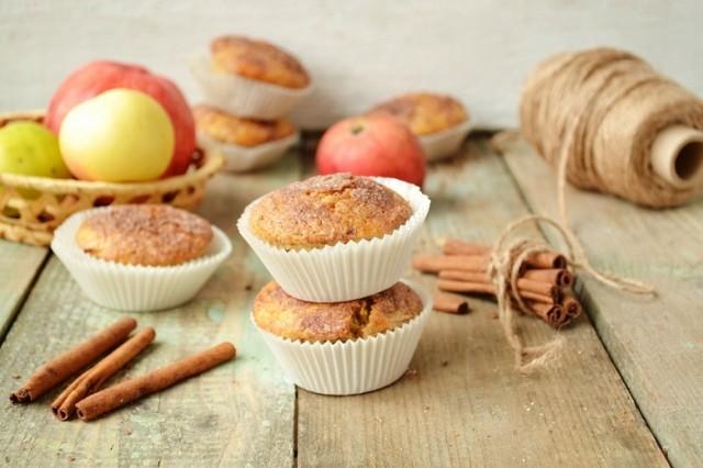 Кексы с яблоками и корицей