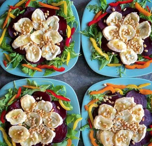 Салат из козьего сыра и свеклы