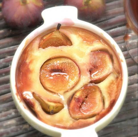 Десерт из ячменных хлопьев и соевого молока с запеченными абрикосами
