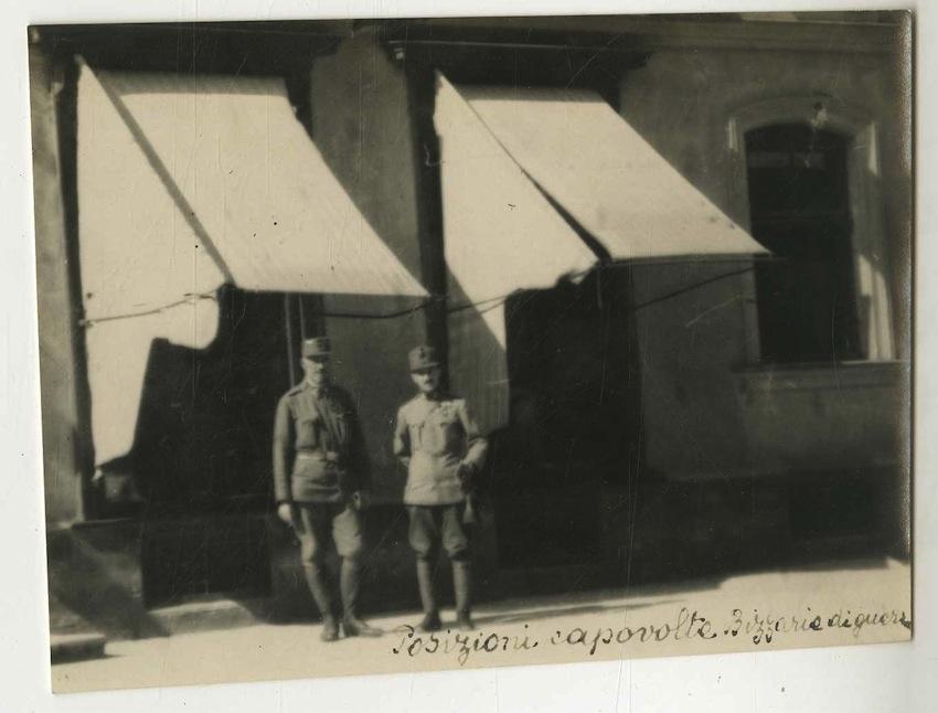 Due militari.