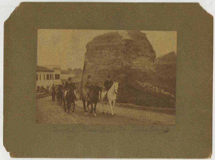 Don Giulio Grazioli a cavallo.