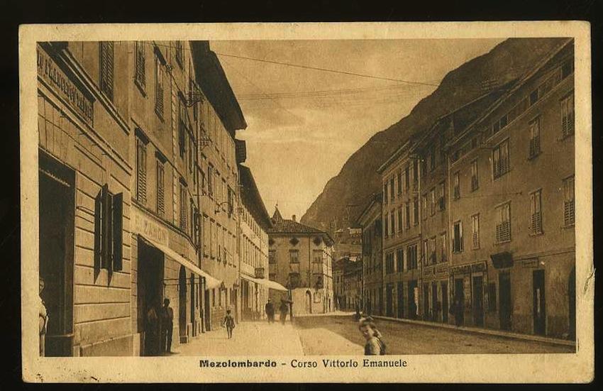 Mezolombardo. Corso Vittorio Emanuele.
