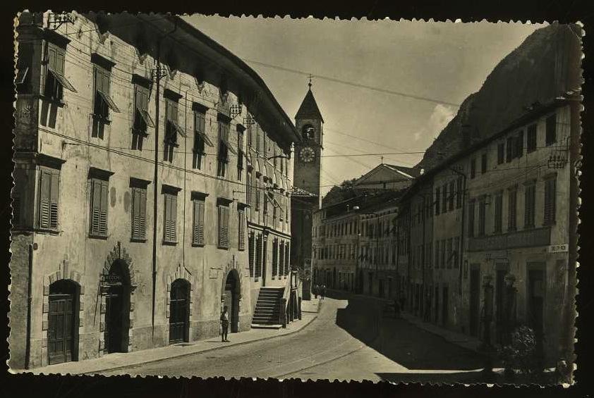Mezzolombardo (Trento). Corso Mazzini.