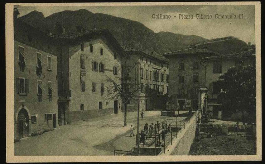Calliano. Piazza Vittorio Emanuele III.