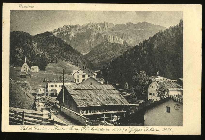 Trentino. Val di Gardena. Santa Maria (Walkenstein m. 1563) e Gruppo Sella m. 2976.