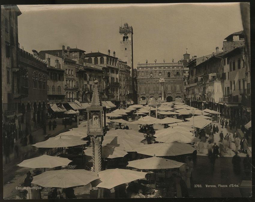3703. Verona. Piazza d'Erbe.