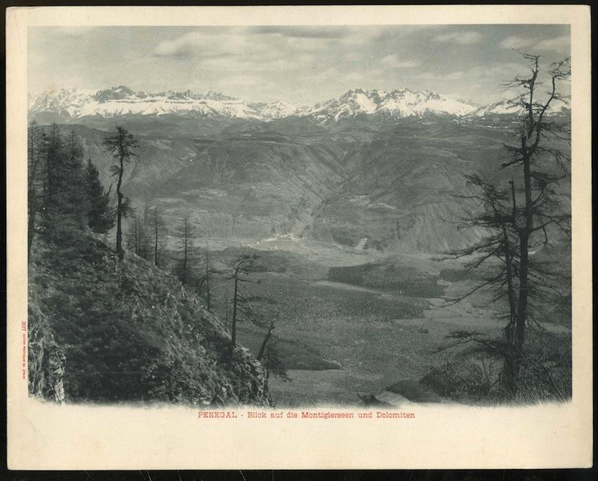 307. Penegal. Blick auf die Montiglerseen und Dolomiten.