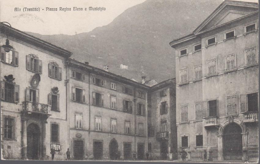 Ala (Trentino) - Piazza Regina e Municipio