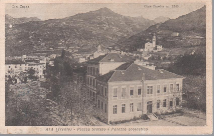 Ala (Trentino) - Piazza Statuto e Palazzo Scolastico.