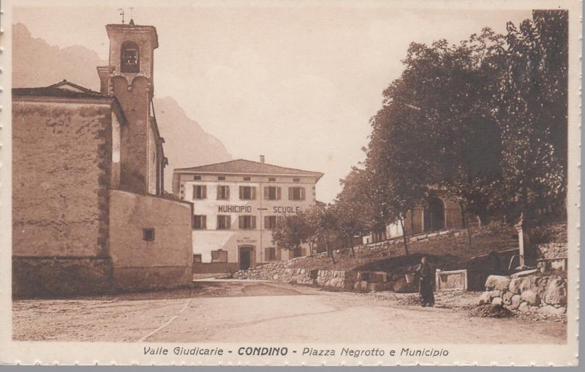Valle Giudicarie - Condino - Piazza Negrotto e Municipio.