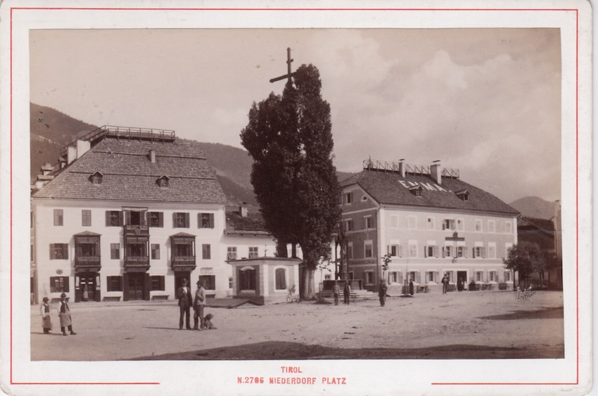 2796. Tirol. Niederdorf Platz.