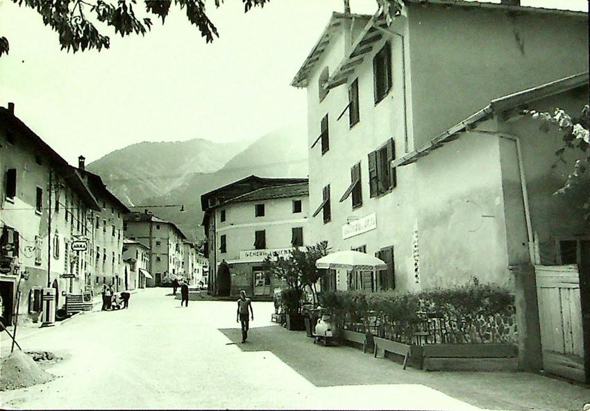 Caldonazzo m. 520 (Trentino) - Soggiorno estivo Via B. Graziadei.