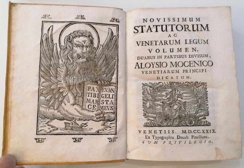 Novissimum statutorum ac Venetarum legum volumen, duabus in partibus divisum, Aloysio Mocenigo Venetiarum principi dicatum.