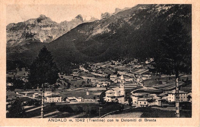 Andalo m. 1042 (Trentino) con le Dolomiti di Brenta.