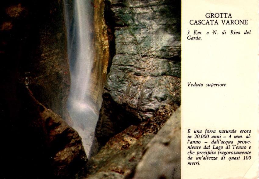 Grotta cascata Varone, 3 km a N. di Riva del GardaGrotto Varone Fall - Higher view.