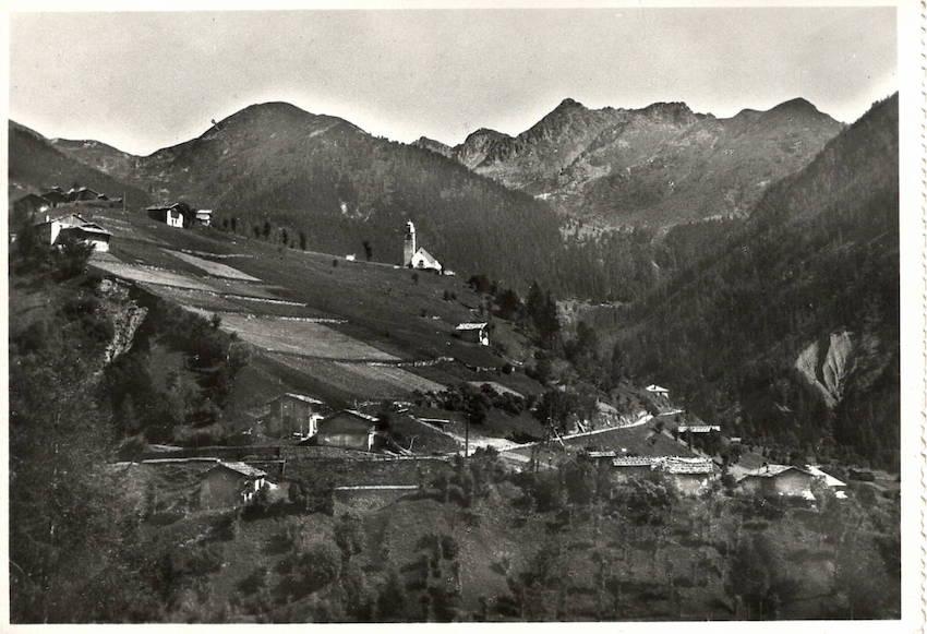 Palù m. 1396 (Alta Val del Fersina - Trentino), Motivo col Sassorotto m. 2320.