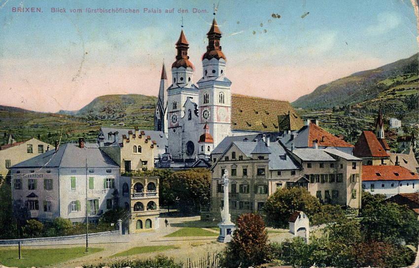 Brixen. Blick fürstbischöflichen Palais auf den Dom.