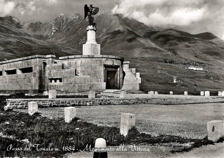 Passo del Tonale m. 1884 - Monumento alla Vittoria.
