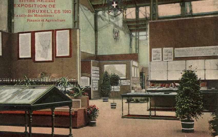 Section Italienne Exposition de Bruxelles 1910 La salle des Ministères: Finance et Agricolture.