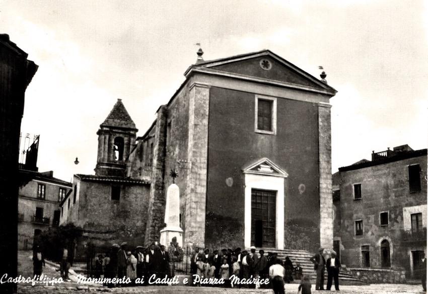 Castrofilippo - Monumento ai caduti e Piazza Maurice.
