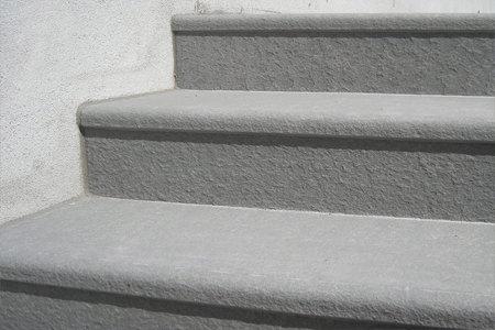 Scale in pietra di sarnico