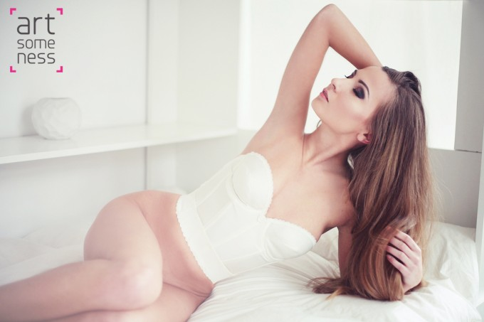 long hair girl laying on bed without underwear