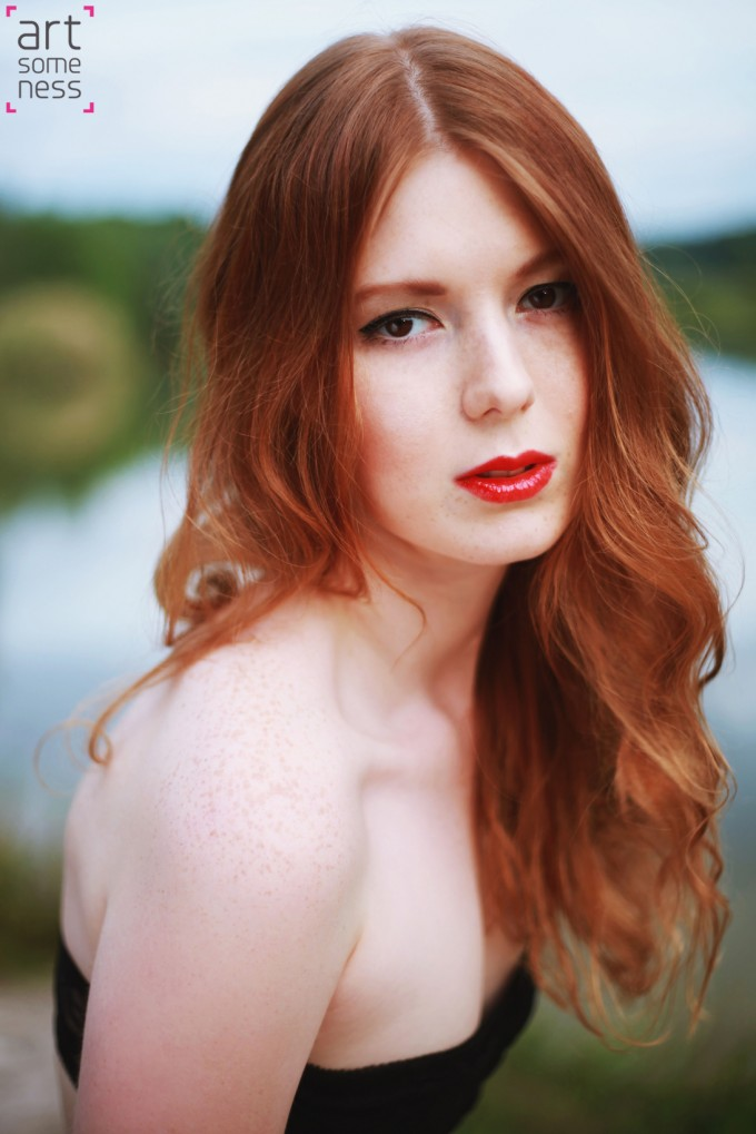 Redhead girl portrait in lake