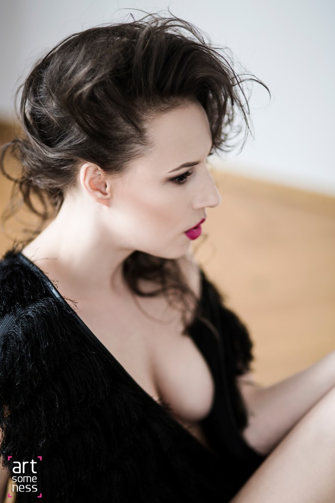 girl sitting in black furr shirt with visible breast