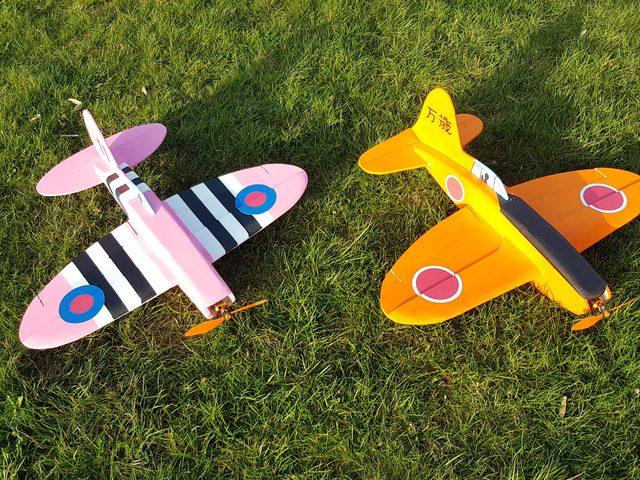 Spitty und Banzai! Zwei Downloadplanmodelle aus FlugModell 7+8/2021 von Thomas Buchwald