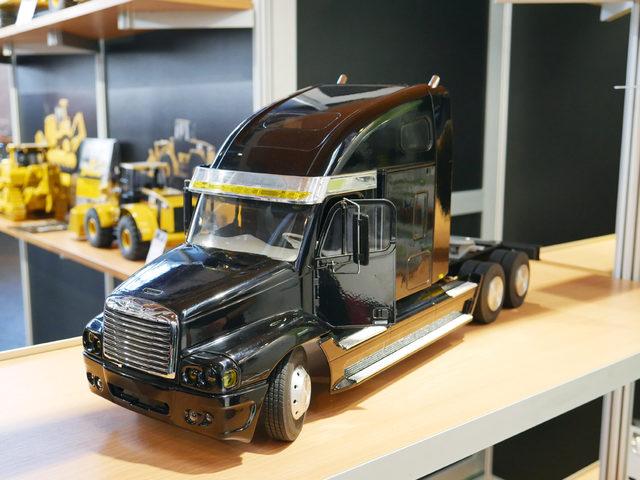 Freightliner Century-Class-Bausatz bei Wedico