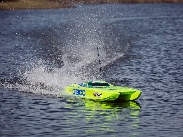 Pro Boat Miss Geico Zelos 36 Twin bei Horizon Hobby