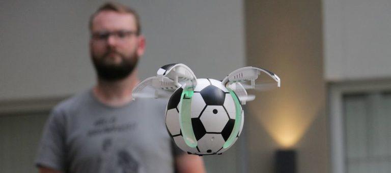 Rechtzeitig zur WM: Fußball-Drohne X43 hebt ab