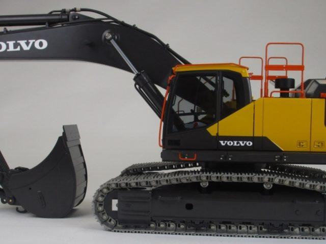 THS Truckmodelle präsentiert neue Raupenbagger