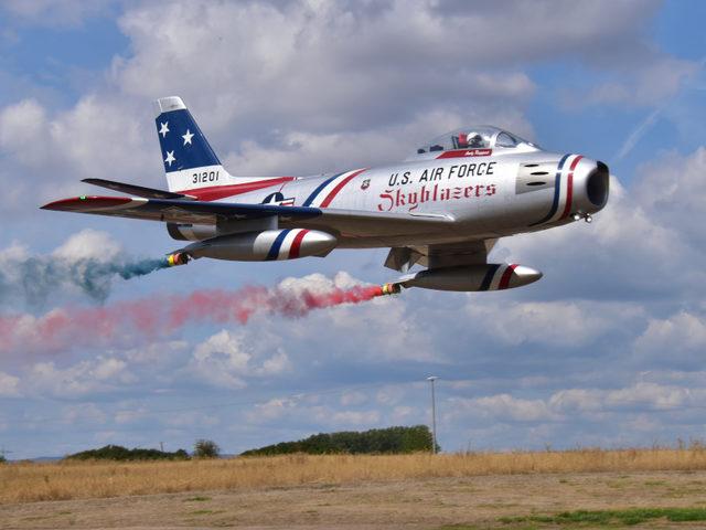 F-86 von Tomahawk Aviation