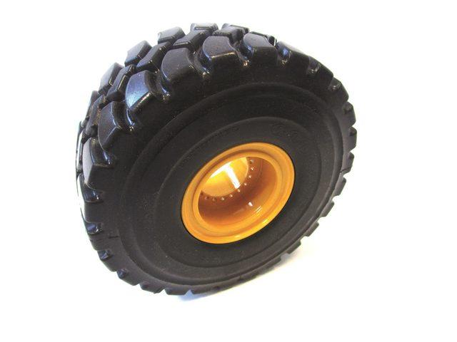 Neuer Reifentyp von THS Truckmodelle