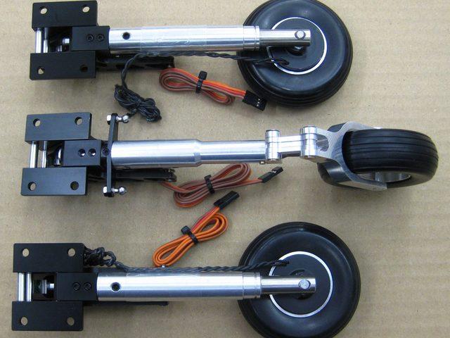 Dreibein-Einziehfahrwerk bei PAF-Flugmodelle