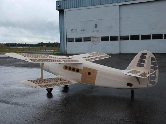 Holzmodell: Antonov AN-2 von Fun-Modellbau