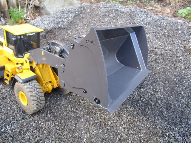 Überarbeitete Hochkippschaufel bei THS-Truckmodelle