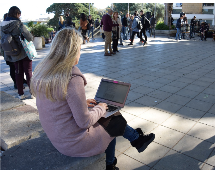 Studying outside in December (Photo by Elena Giacomoni)