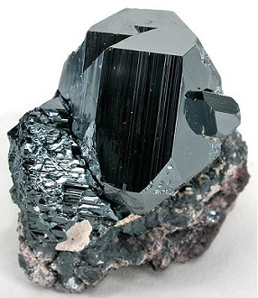 hematite-rough-resized (1)